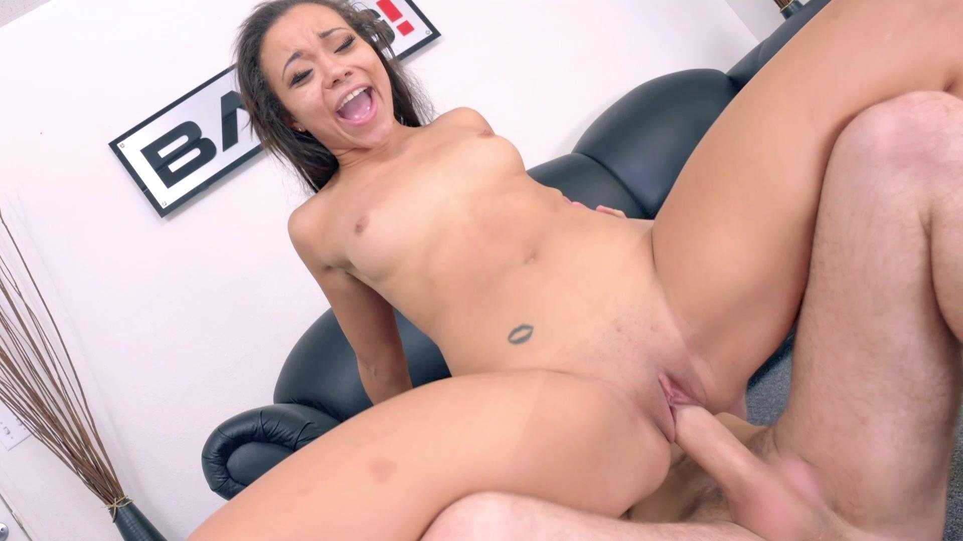 Raw Wild Pussy: Maya