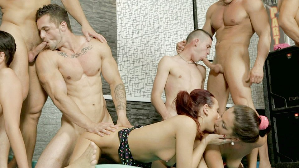 Bisexual Group Orgy Hunks