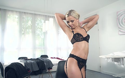 Lola Blond is ready to fuck her husband as soon as he finishes work