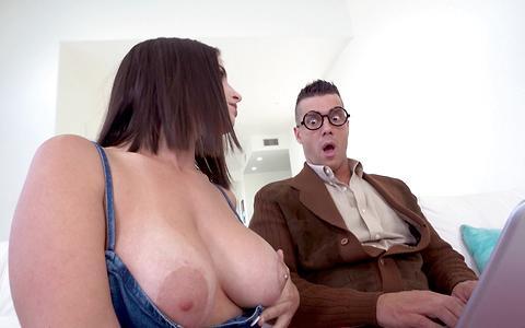Antonella La Sirena needs help with her computer and her wet pussy