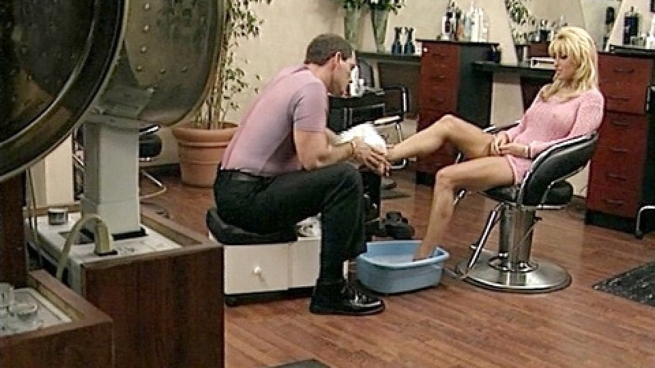 Blonde Jill Kelly Gets Her Shaved Pussy Pleasured And Gives A