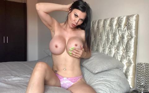 Jasmine Jae is horny and fucks her wet pussy