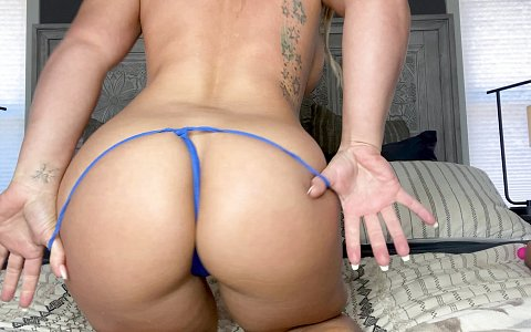 Cali Carter slurps on thick dick during her dick appointment